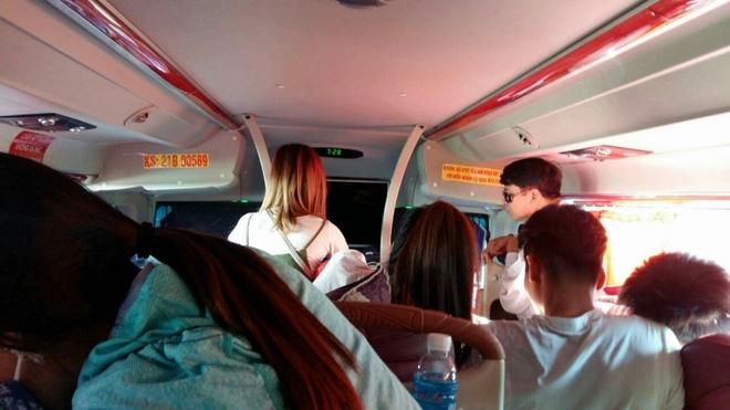 Nữ du khách trẻ phát khóc khi chứng kiến cảnh xe nhồi khách ngày 2/9 - Ảnh 2.