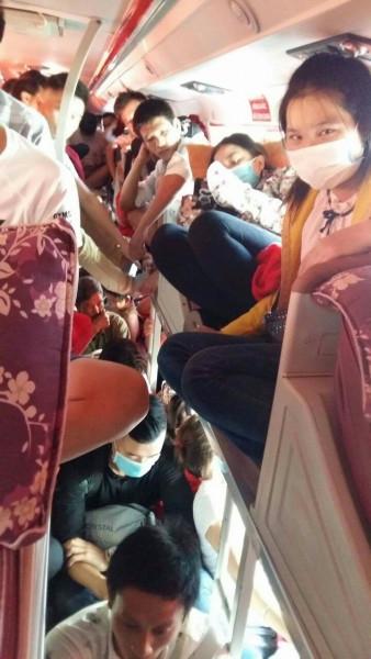 Nữ du khách trẻ phát khóc khi chứng kiến cảnh xe nhồi khách ngày 2/9 - Ảnh 4.