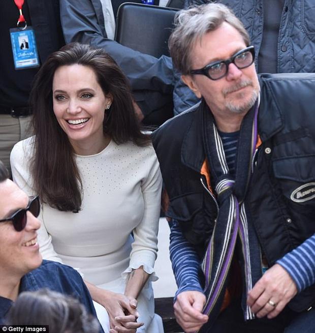 Angelina Jolie - Brad Pitt đã tái hợp, xúc động khóc òa và ôm chầm lấy nhau khi gặp mặt - Ảnh 4.