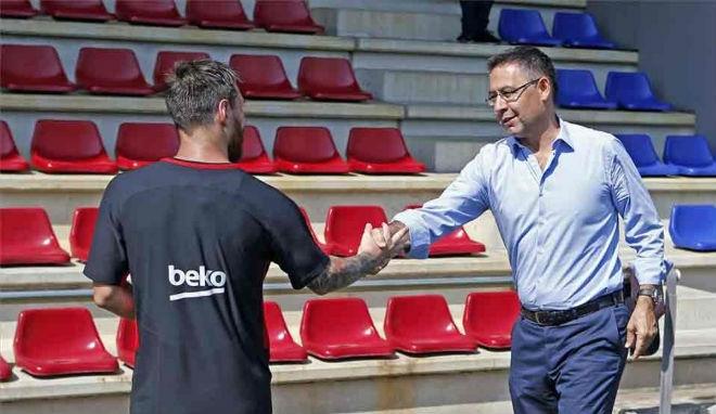 """Barca sinh biến: Giận ông trùm """"tham quyền cố vị"""", Messi sẽ ra đi - 3"""