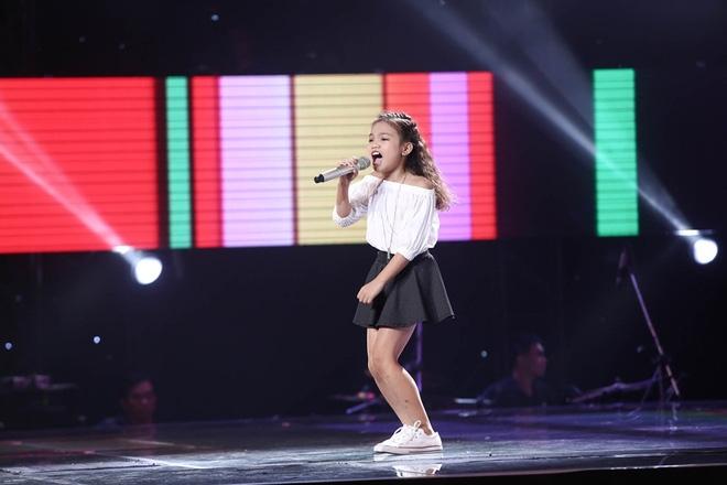 Bé gái biết nói giọng 3 miền, thả thính HLV Giọng hát Việt nhí khiến khán giả phát cuồng - Ảnh 8.