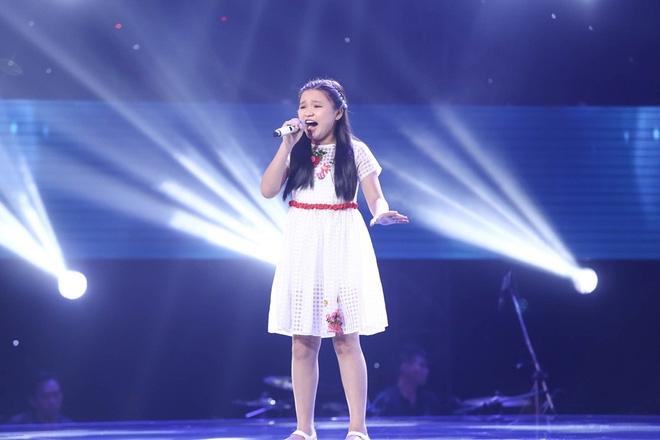Bé gái biết nói giọng 3 miền, thả thính HLV Giọng hát Việt nhí khiến khán giả phát cuồng - Ảnh 9.
