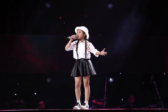 Bé gái biết nói giọng 3 miền, thả thính HLV Giọng hát Việt nhí khiến khán giả phát cuồng - Ảnh 14.