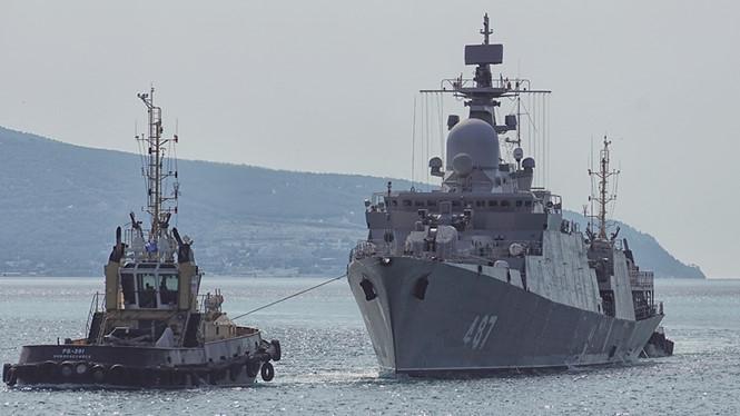 Tàu chiến Gepard 3.9 số hiệu 487 đang được lai dắt trên cảng Novorossiysk, Nga ngày 20.8.2017 /// Shipspotting.com