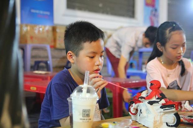 Chùm ảnh: Giới trẻ khắp mọi miền háo hức dạo phố đêm Quốc Khánh 2/9 - Ảnh 6.