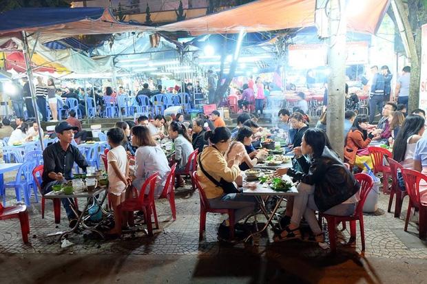 Chùm ảnh: Giới trẻ khắp mọi miền háo hức dạo phố đêm Quốc Khánh 2/9 - Ảnh 11.