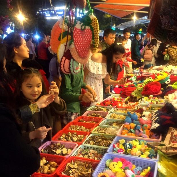 Chùm ảnh: Giới trẻ khắp mọi miền háo hức dạo phố đêm Quốc Khánh 2/9 - Ảnh 12.