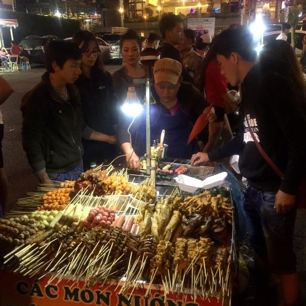 Chùm ảnh: Giới trẻ khắp mọi miền háo hức dạo phố đêm Quốc Khánh 2/9 - Ảnh 13.