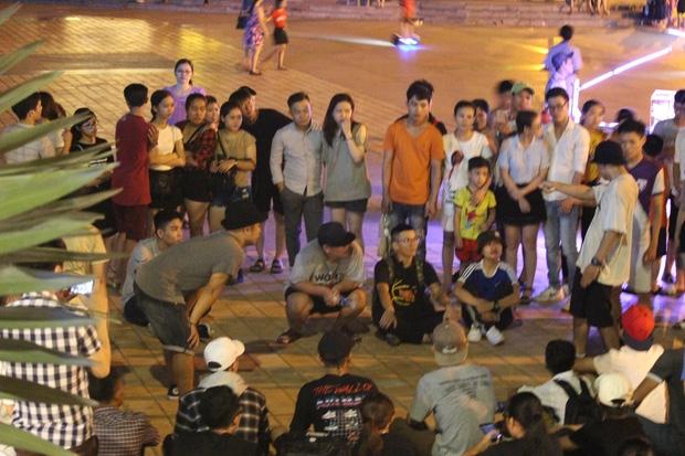 Chùm ảnh: Giới trẻ khắp mọi miền háo hức dạo phố đêm Quốc Khánh 2/9 - Ảnh 15.