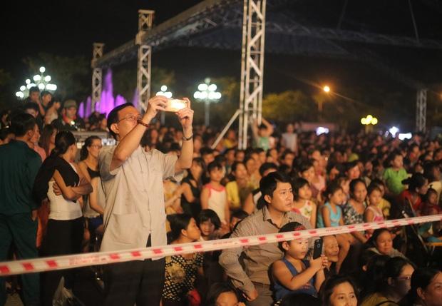 Chùm ảnh: Giới trẻ khắp mọi miền háo hức dạo phố đêm Quốc Khánh 2/9 - Ảnh 17.