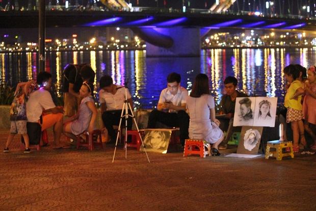 Chùm ảnh: Giới trẻ khắp mọi miền háo hức dạo phố đêm Quốc Khánh 2/9 - Ảnh 18.