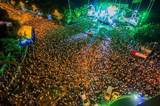 Clip: Hàng trăm người nhảy rào để tràn vào Đại nhạc hội EDM miễn phí ở Vũng Tàu tối 2/9 - Ảnh 2.