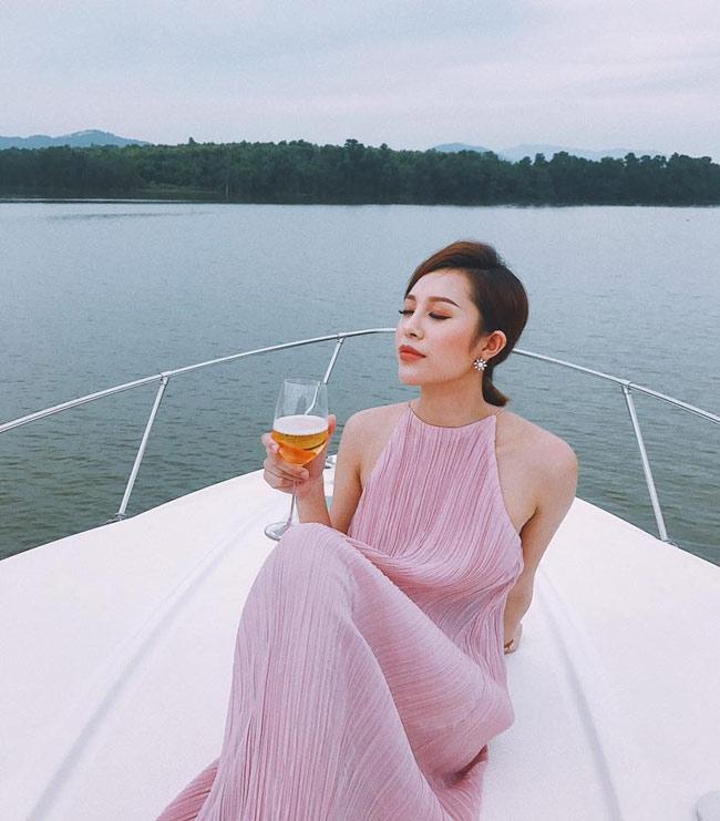 "day da mon mon, hot girl quang ninh van bai duoi tay ""co gai chan khoeo"" hinh anh 13"