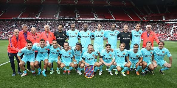Van Nistelrooy toa sang, huyen thoai MU ha guc doi ngoi sao Barca hinh anh 2