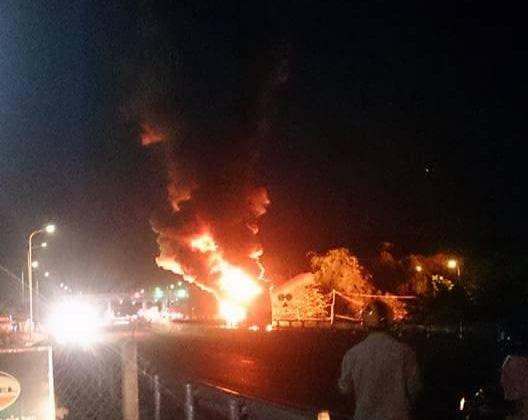 17 hành khách đang ngủ say, xe bất ngờ bốc cháy  - Ảnh 1.