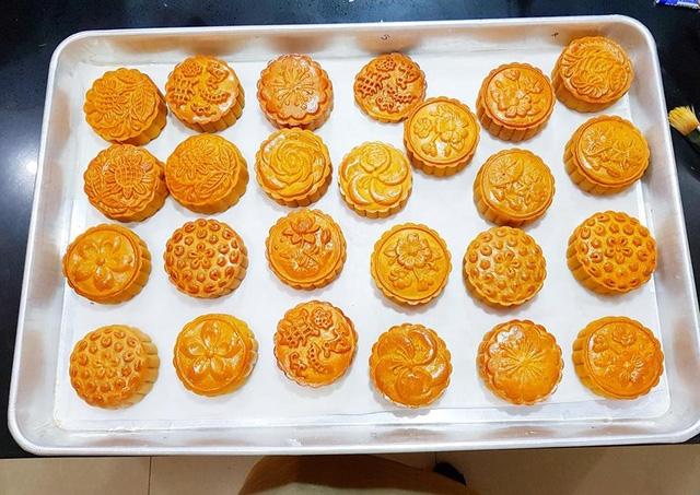Bánh trung thu handmade đang được các bà nội trợ cực kỳ ưa chuộng (ảnh: Lê Ngọc Yến)