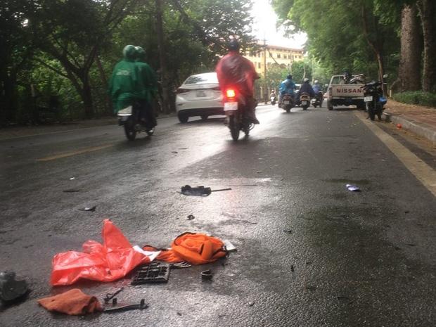 Hà Nội: Tai nạn liên hoàn trên đường Hoàng Hoa Thám, người đàn ông nhập viện cấp cứu - Ảnh 3.