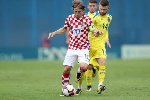 Luka Modric to FIFA doi xu voi cac cau thu nhu o trong quan doi hinh anh