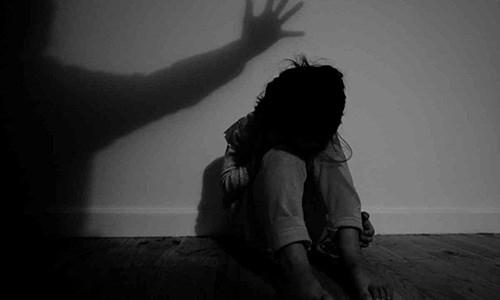 Cháu gái 14 tuổi tố bị 5 người dụ dỗ, giao cấu - 1