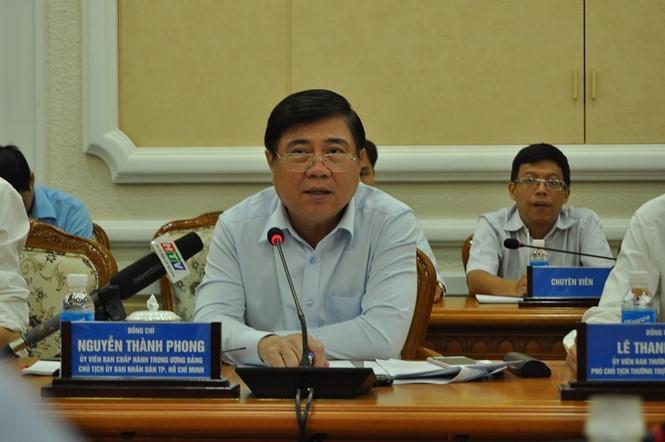 Chủ tịch UBND TP.HCM Nguyễn Thành Phong điều hành cuộc họp ///  Ảnh: T.Hiếu