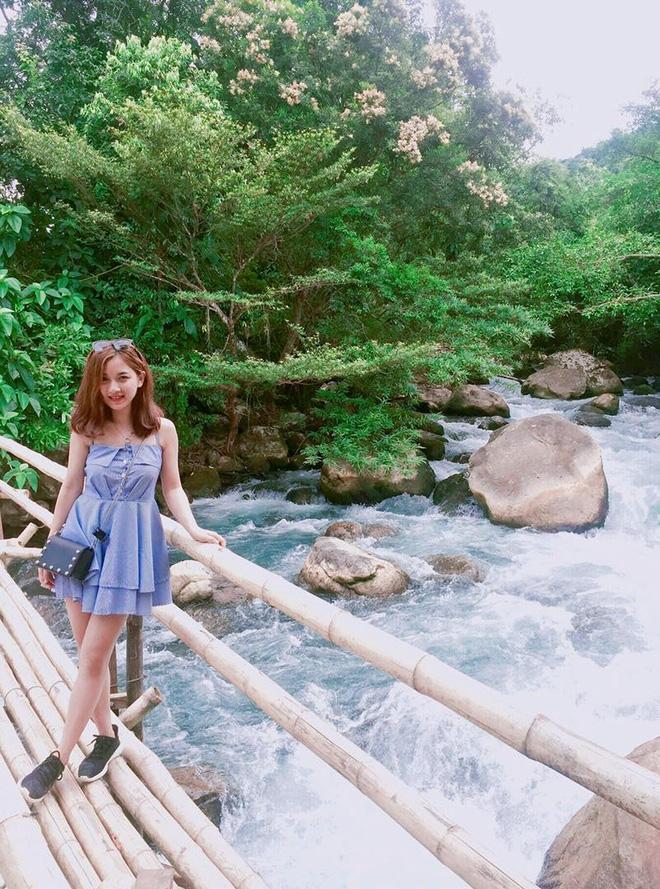 Cô giáo trẻ và bức hình hot nhất trong ngày khai giảng ở Hà Nội  - Ảnh 5.