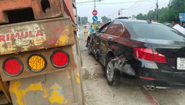 Container mất lái, kéo lê xe ô tô hơn 30 mét trên đường, 3 người trong ô tô hoảng loạn kêu cứu - Ảnh 4.