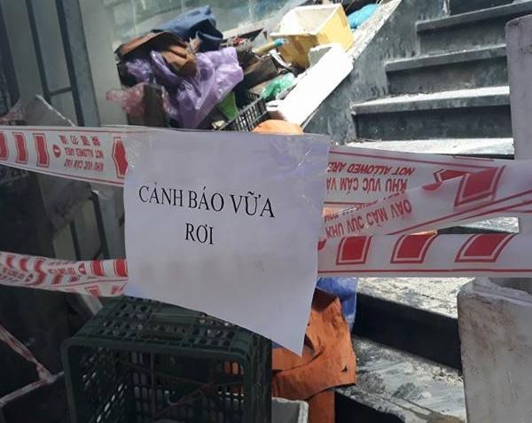 Hà Nội: Cư dân sợ hãi khi mảng tường chung cư bất ngờ rơi xuống từ tầng 4 - Ảnh 6.