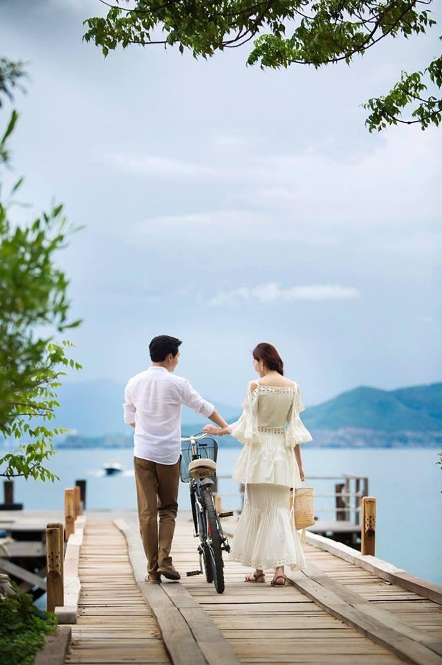 Hậu trường chụp ảnh cưới ít ai biết của Hoa hậu Thu Thảo và bạn trai doanh nhân - Ảnh 1.