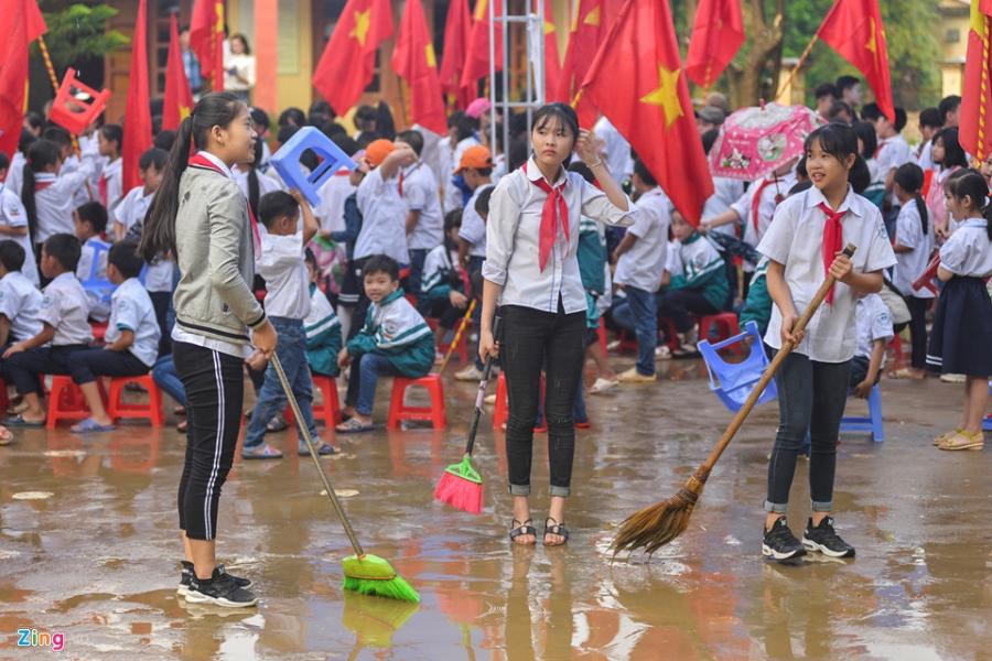 Hoc sinh vung lu Mu Cang Chai doi mua don khai giang hinh anh 4