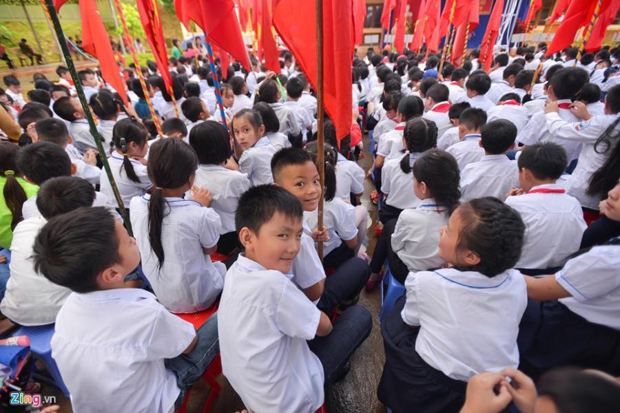 Hoc sinh vung lu Mu Cang Chai doi mua don khai giang hinh anh 11
