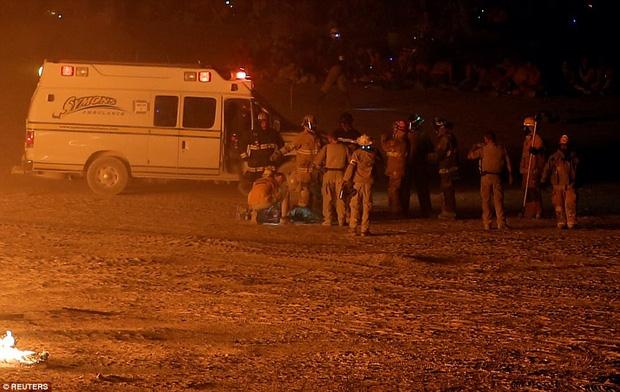 Mỹ: Du khách tham gia lễ hội Burning Man kinh hãi khi thấy một người đàn ông lao mình vào biển lửa - Ảnh 3.