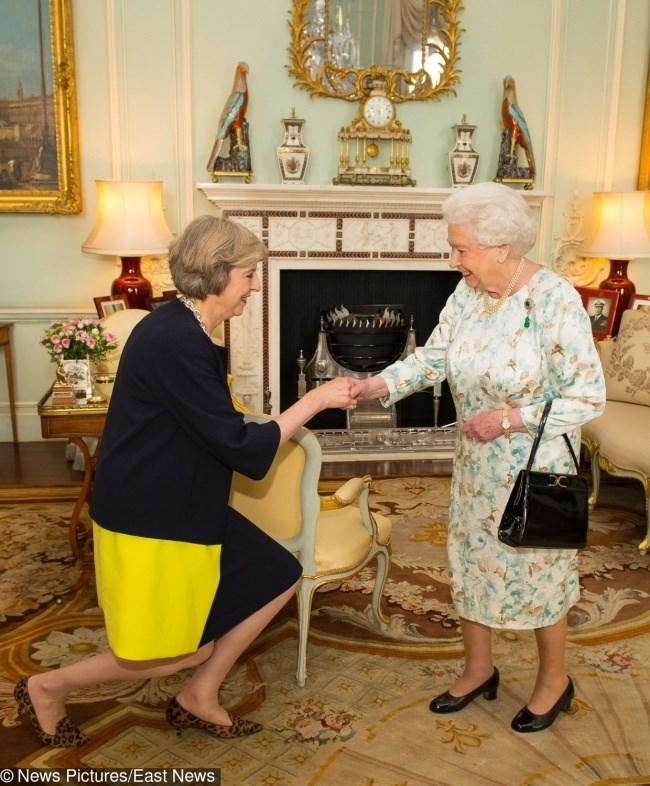 Chín quy tắc bất thành văn mà gia đình Hoàng gia Anh phải tuân thủ - ảnh 2