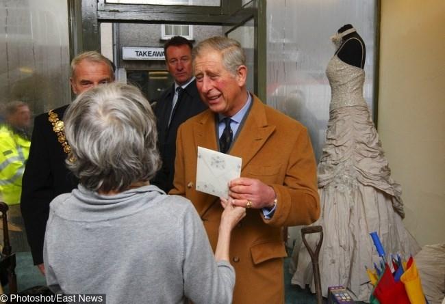 Chín quy tắc bất thành văn mà gia đình Hoàng gia Anh phải tuân thủ - ảnh 6