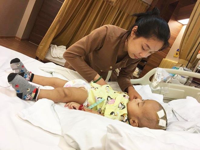 Lời kêu cứu của người vợ bị chồng bỏ rơi, con bệnh não úng thuỷ mấy lần chết hụt khi qua Singapore điều trị - Ảnh 8.