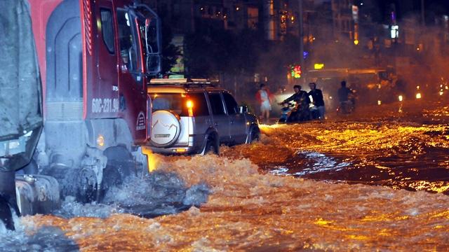 Quốc lộ 51 ngập lênh láng như sông, giao thông chia cắt - Ảnh 6.
