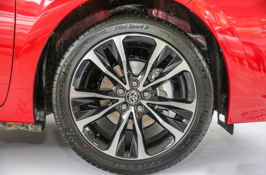 Toyota Corolla Altis 2017 co gia hon 28.000 USD o Malaysia hinh anh 6