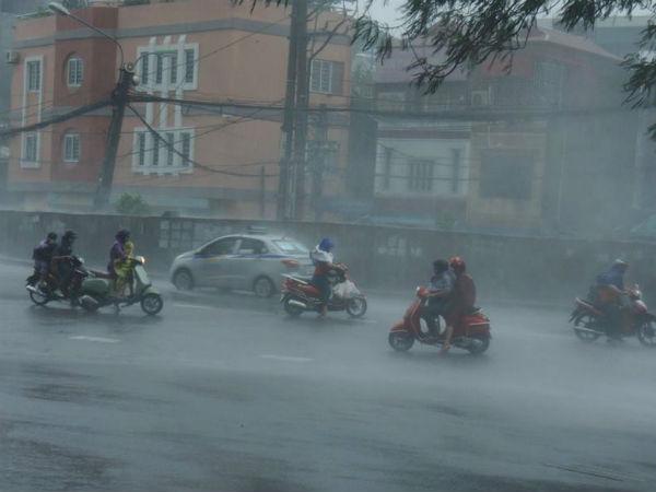 Dự báo thời tiết 7/9: Hà Nội mưa rào, đề phòng gió giật