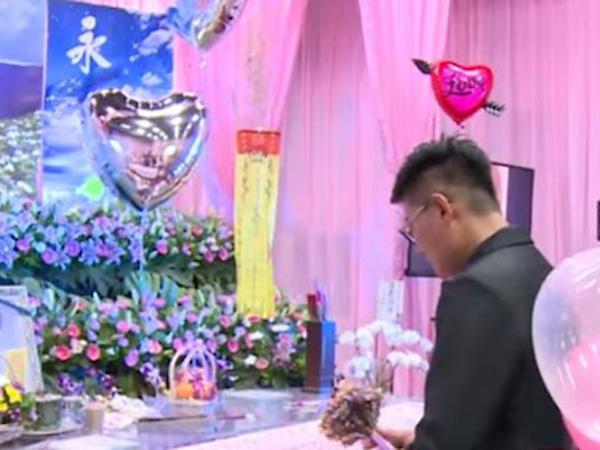Người đàn ông Đài Loan biến đám tang của bạn gái thành lễ đính hôn