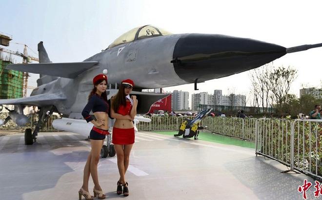 Bị Trung Quốc - phương Tây siết chặt, ngành công nghiệp vũ khí Nga đối diện tương lai xám xịt - Ảnh 2.