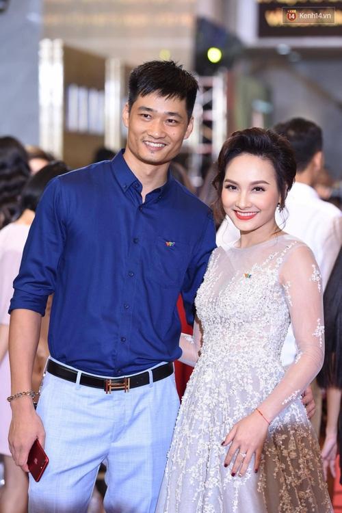 Dàn sao Việt lộng lẫy hội ngộ trên thảm đỏ VTV Awards 2017 - Ảnh 6.