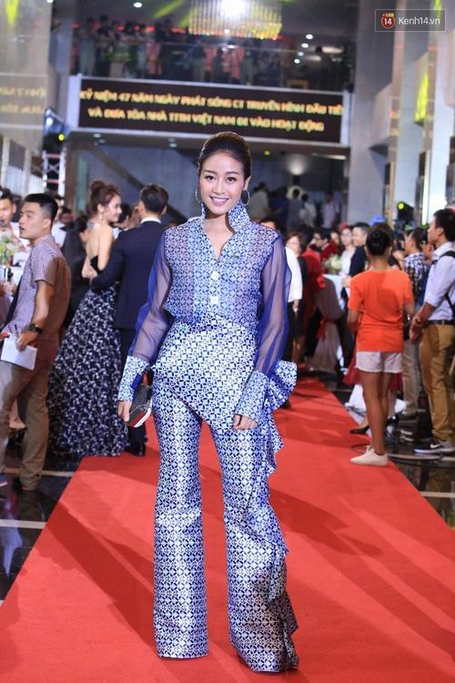 Dàn sao Việt lộng lẫy hội ngộ trên thảm đỏ VTV Awards 2017 - Ảnh 17.