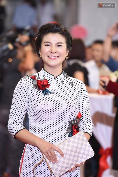 Dàn sao Việt lộng lẫy hội ngộ trên thảm đỏ VTV Awards 2017 - Ảnh 19.
