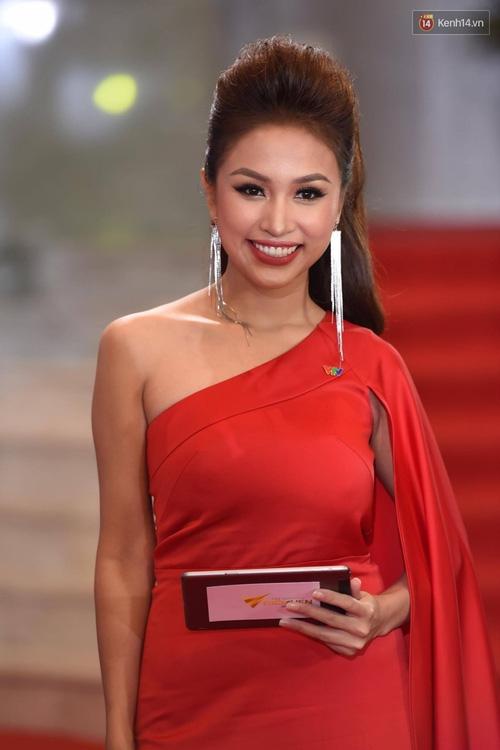 Dàn sao Việt lộng lẫy hội ngộ trên thảm đỏ VTV Awards 2017 - Ảnh 20.
