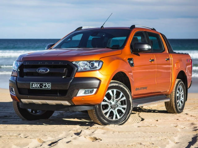 """Đến lượt xe Ford giảm giá trong tháng """"cô hồn"""" - 3"""