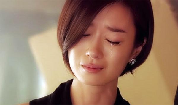 dien cuong tra thu vo vi cuoi nhau 3 thang van khong cho chong dong vao nguoi - 4