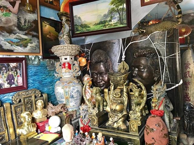 Không chỉ chăm chút kiến trúc bên ngoài, bên trong ngôi nhà anh Tưởng cũng bài trí khá nhiều các bức tượng theo các chủ đề khác nhau.