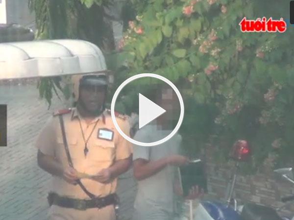 Video: CSGT phạt gì ở giao lộ Hoàng Minh Giám – Hồng Hà?