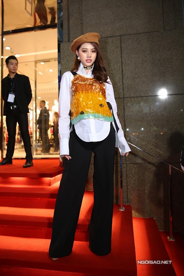 angela-phuong-trinh-toa-sang-giua-dan-sao-10