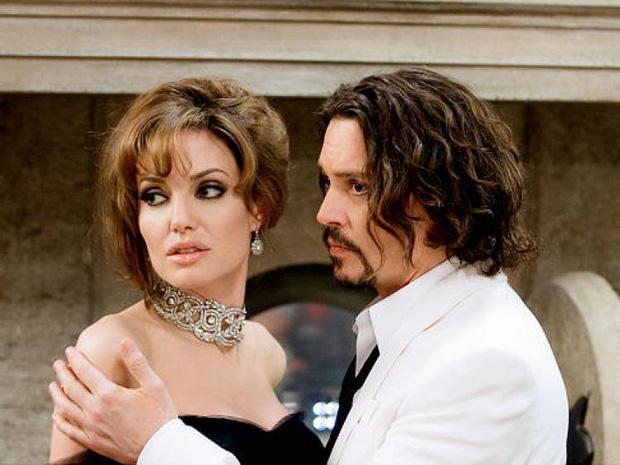 Angelina Jolie hẹn hò với Johnny Depp, còn Brad Pitt cũng đã có tình mới? - Ảnh 1.