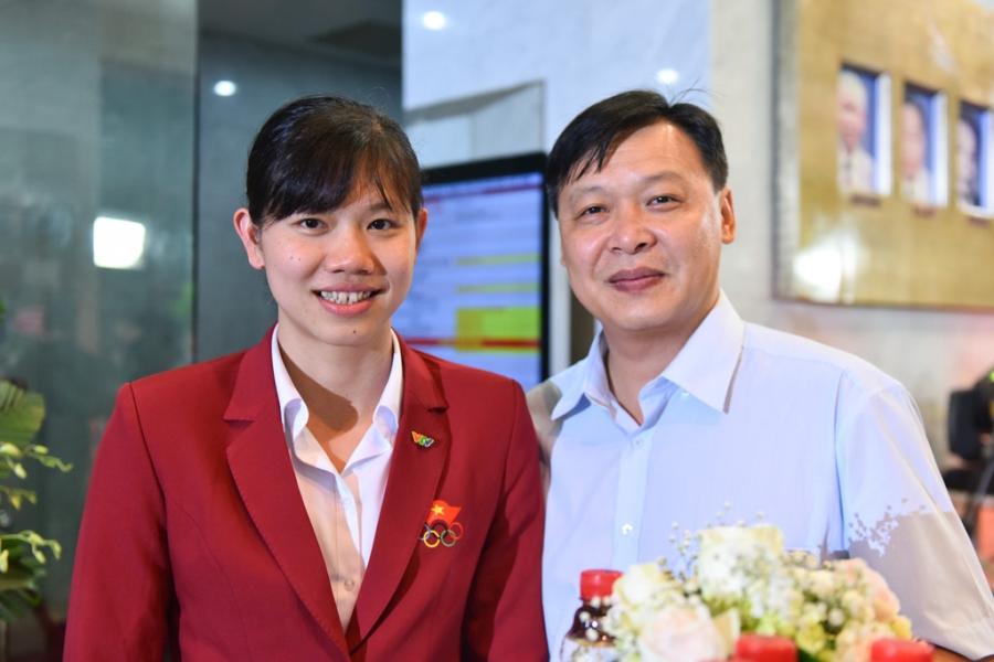 Ánh Viên và thầy Đặng Anh Tuấn tại lễ trao giải VTV Awards 2017.